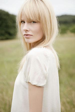 La gamme de soins cheveux bio Lindengloss répare les cheveux colorés et abimés